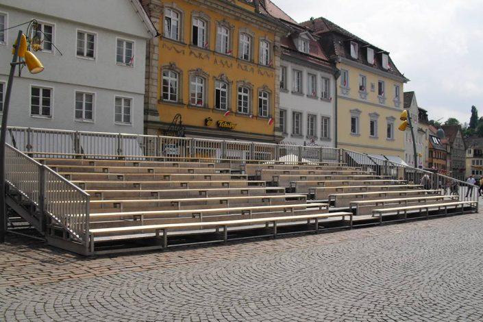Fußgängerzone mit Tribüne